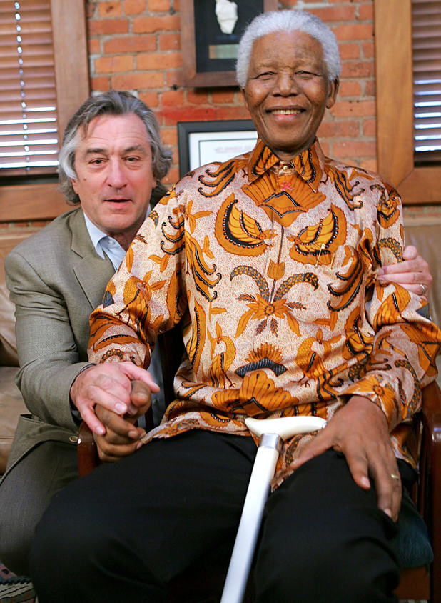 Robert De Niro poses with Nelson Mandela
