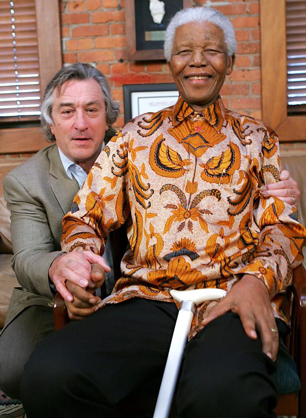 Robert De Niro poses with Nelson Mandela