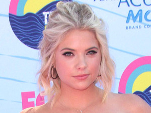 Ashley Benson arrives on the pink carpet at the Teen Choice Awards 2012