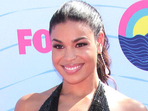 Jordin Sparks arrives on the pink carpet at the Teen Choice Awards 2012