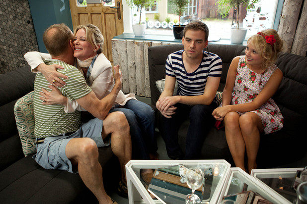 Leanne's surprising announcement in Hollyoaks