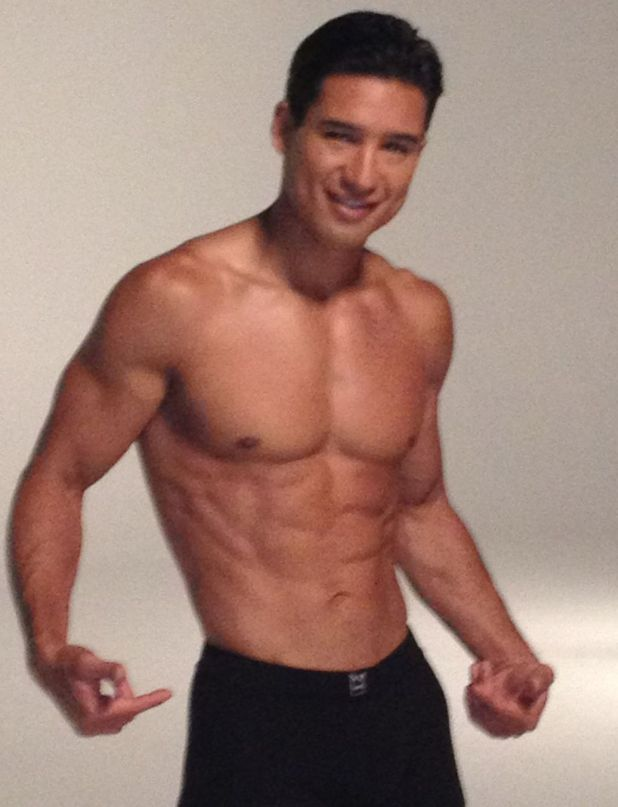 Mario Lopez poses on Twitter
