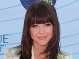 Carly Rae Jepsen arrives on the pink carpet at the Teen Choice Awards 2012