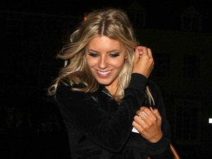 Miss Mode: Mollie King with tan handbag