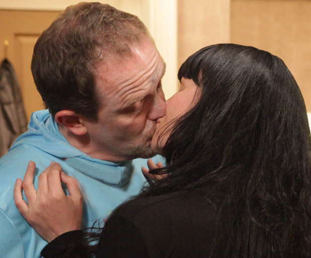 Dan Spencer and Chas Dingle kiss in Emmerdale