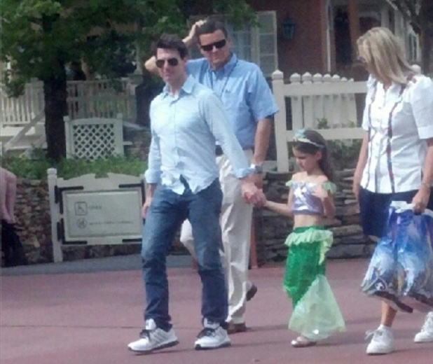 Tom Cruise and Suri Cruise go to Disney World together