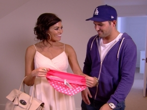 TOWIE S06E06: Ricky gets the keys to his new place and has brought Jess her own chest of drawers as a sign of commitment