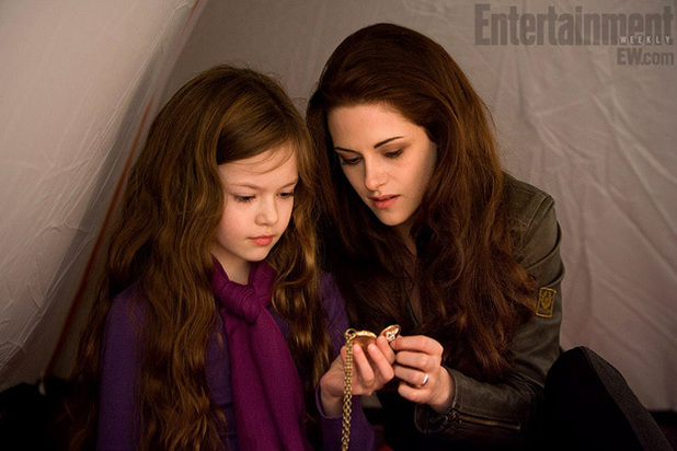 The Twilight Saga: Breaking Dawn - Part 2: Bella (Kristen Stewart) and Renesmee (Mackenzie Foy)
