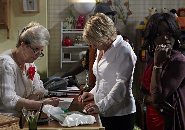 Shirley starts investigating how the photo frame ended up in the B&B.