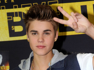Justin Bieber, peace sign