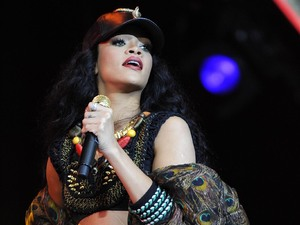 Miss Mode: rihanna at wireless