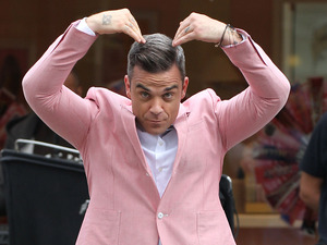 Robbie Williams, mobot, music video
