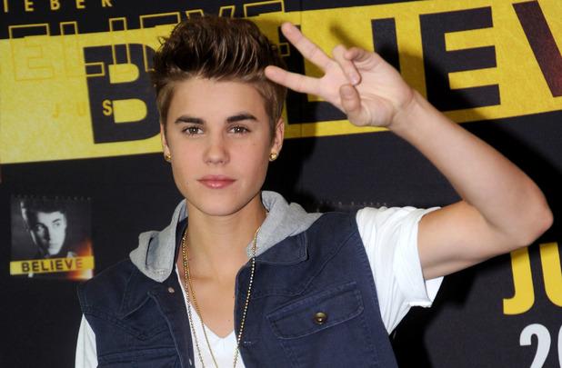 Justin Bieber, peace sign