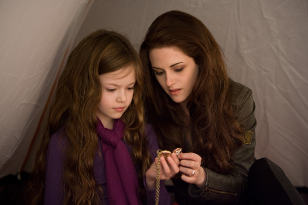Bella and Renesmee - Breaking Dawn - Part 2 Rolling ...