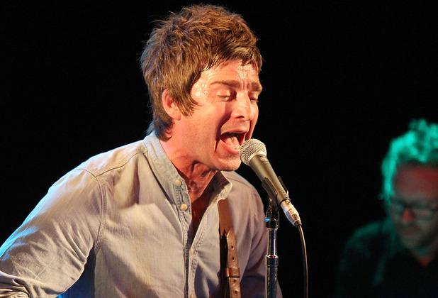 Noel Gallagher Viaja en Transporte Público Para Tocar con U2