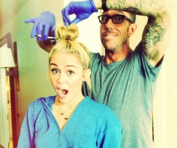 Miley Cyrus gets her hair cut