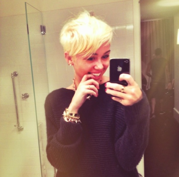 Miley Cyrus shows off her new hair