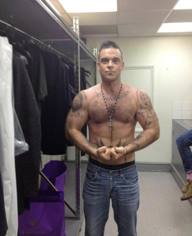 Robbie William, topless, twitter
