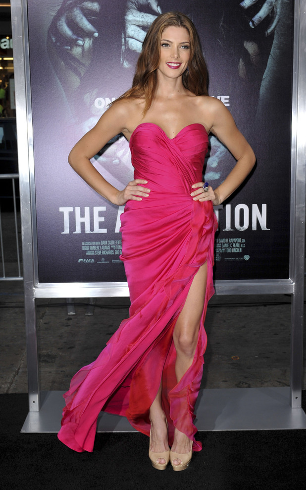 Ashley Greene The Los Angeles Premiere of 'The Apparition' at the Grauman's Chinese Theatre - Arrivals Los Angeles, California