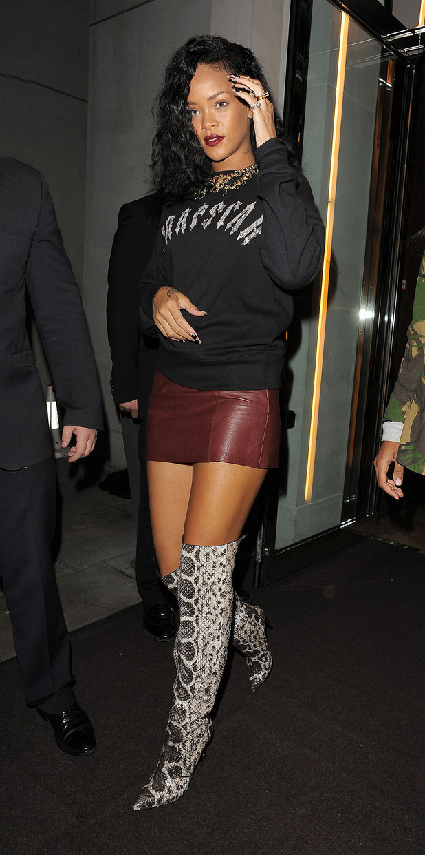 Rihanna leaving her hotel and heading to Nozomi restaurant