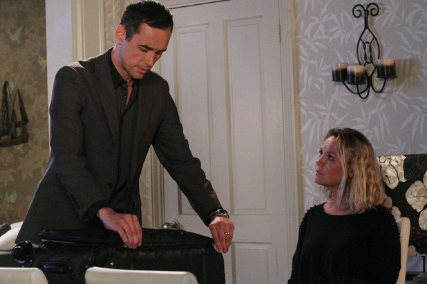 Janine gives Michael an ultimatum in EastEnders