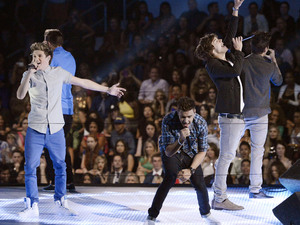 One Direction perform at the MTV Video Music Awards 2012