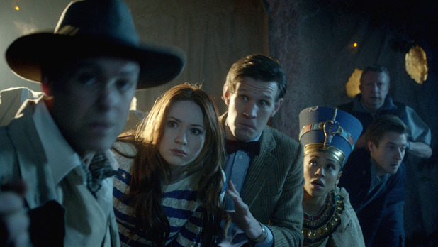 Doctor Who S07E02: 'Dinosaurs on a Spaceship' - Riddell (Rupert Graves), Amy Pond (Karen Gillan), The Doctor (Matt Smith), Queen Nefertiti (Riann Steele), Rory Williams (Arthur Darvill) and Brian Williams (Mark Williams)