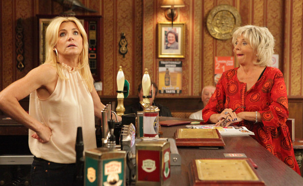 Gloria convinces Stella to enter the pub of the year competition
