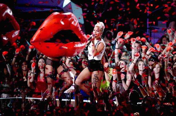Pink performs at the MTV Video Music Awards 2012