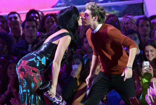 Katy Perry and One Direction star Niall Horan kiss at the MTV VMAs.