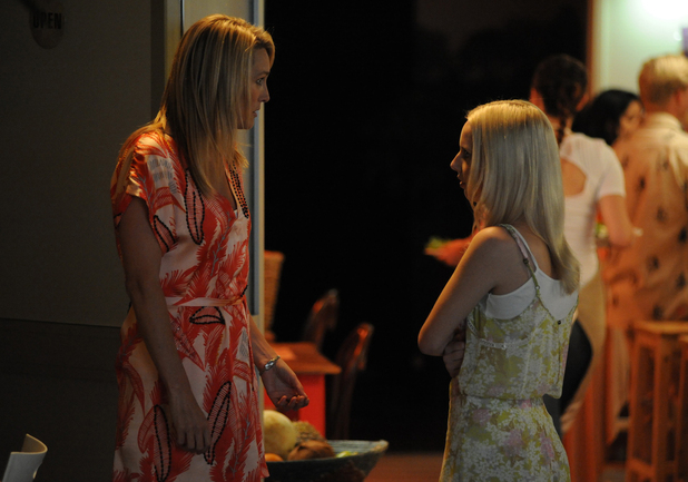 Lottie tells her Mum that she wants to stay in Summer Bay.