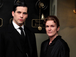 Downton Abbey S03E02: Rob James-Collier as Thomas, Siobhan Finneran as O&#39;Brien