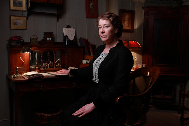 Downton Abbey S03E02: Phyllis Logan as Mrs Hughes