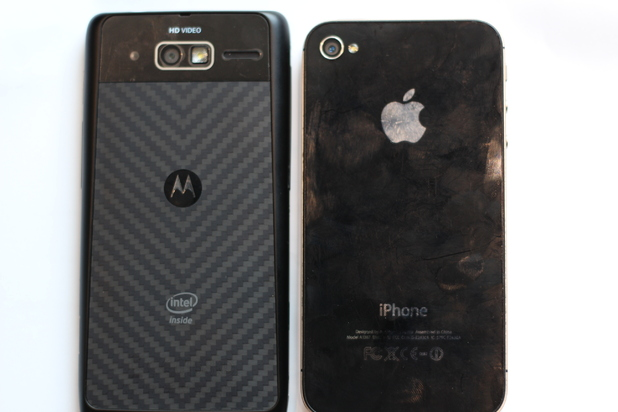 RAZR i vs iPhone 4S