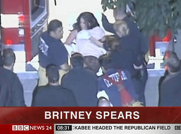Britney Spears taken to hopsital in an ambulance, Los Angeles, 4 Jan 2008