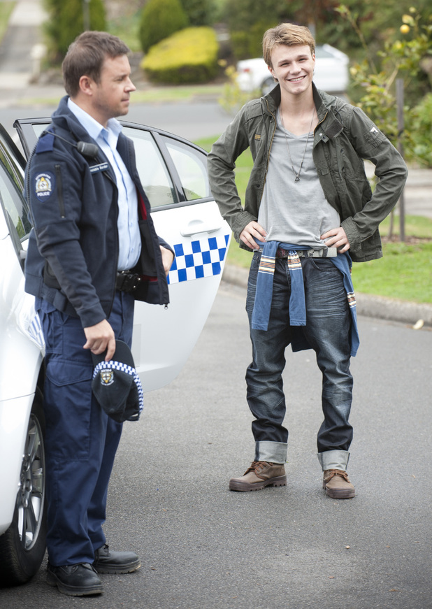 Kyle's cousin Harley arrives on Ramsay Street.