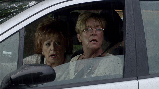 A suspicious Deirdre spots Ken heading for a cab and recruits Rita. The pair follow Ken