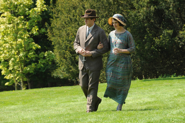 Downton Abbey S03E03: Allen Leech as Branson, Jessica Brown Findley as Lady Sybil