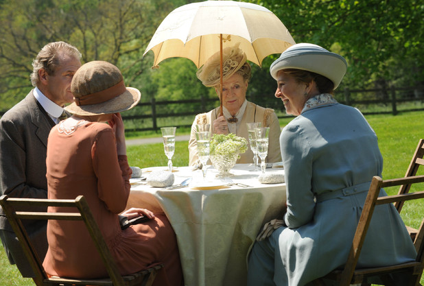Downton Abbey S03E03: Robert Bathurst as Sir Anthony Strallan, Laura Carmichael as Lady Edith, Maggie Smith as Dowager Countess of Grantham, Violet, Penelope Winton as Isobel Crawley