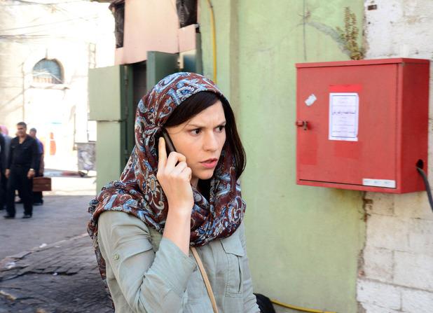 Homeland S02E01: Claire Danes