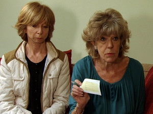 Everyone is stunned when Audrey writes Penny a cheque for £10k to cover the money that Lewis stole off her