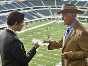 Dallas S01E05 - 'Truth or consequences': Josh Henderson as John Ross Ewing and Larry Hagman as J.R. Ewing