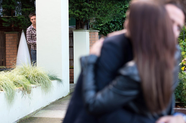 Tony's surprise for Cindy in Hollyoaks