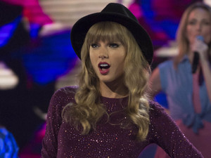 The X Factor Results Show: Taylor Swift