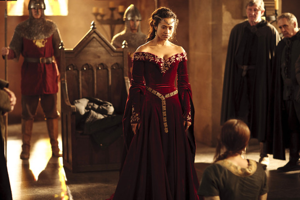 Merlin S05E02 - &#39;Arthur&#39;s Bane - Part 2&#39;: Gwen (Angel Coulby) and Sefa (Sophie Rundle)
