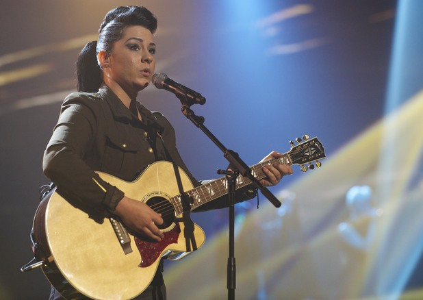 Lucy Spraggan performs on Live Show 3
