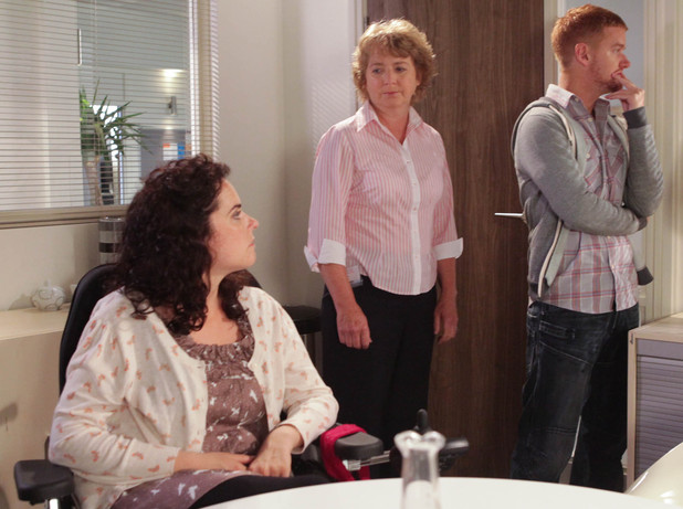 7985: Izzy and Gary can't get hold of Tina and miss their slot at the clinic. Will they be able to get their surrogate while the embryos are still viable?