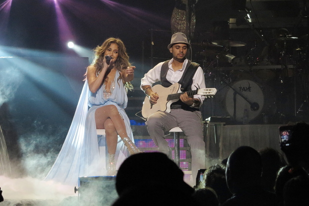 Jennifer Lopez with guitar player