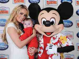 Chantelle Houghton with Dolly and Mickey Mouse at Disney on Ice 29.10.12