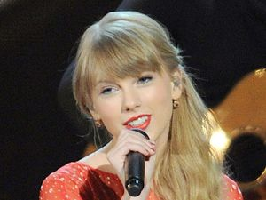 miss mode: taylor swift cma awards